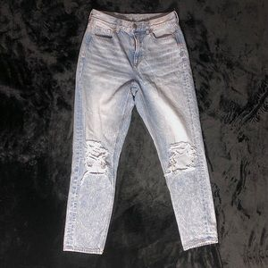 American Eagle Light Denim Mom Straight Jeans